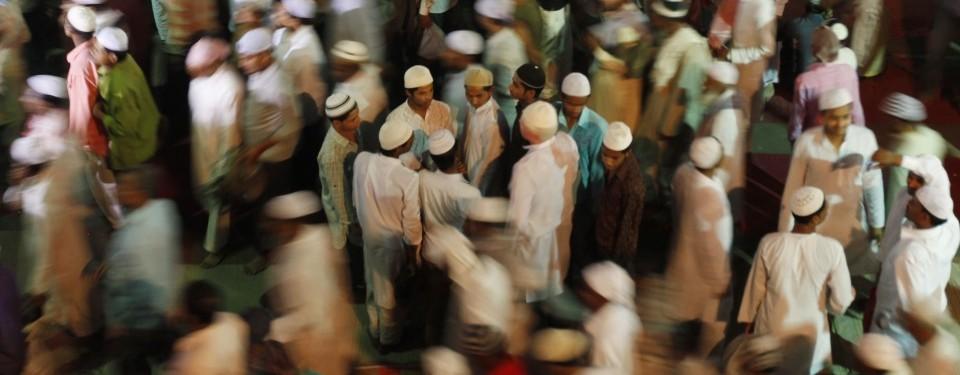 http://nexlaip.files.wordpress.com/2011/04/jamaah-hilir-mudik-usai-shalat-subuh-di-masjid-jami-_110407090707-783.jpg