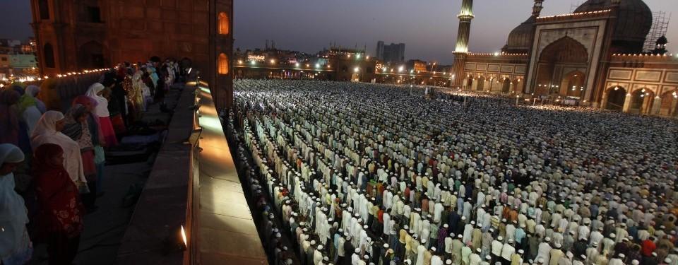 http://nexlaip.files.wordpress.com/2011/04/kaum-muslim-india-shalat-subuh-berjamaah-di-masjid-jama-_110407085825-382.jpg