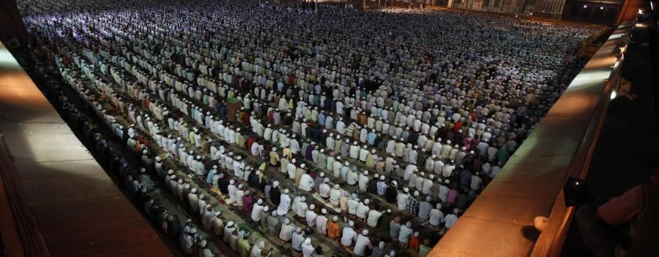 http://nexlaip.files.wordpress.com/2011/04/kaum-muslim-india-shalat-subuh-berjamaah-di-masjid-jama-_110407090530-591.jpg